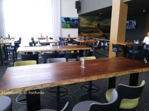 Table bar en noyer live edge-