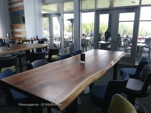 table bar en noyer live edge--